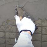 下地調整塗材「カチオンタイト」が選ばれる理由。特徴や施工方法を紹介